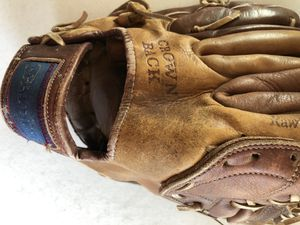 Vintage Spalding Crown Back Baseball Glove - Right Hand Throwing for Sale in Waukesha, WI