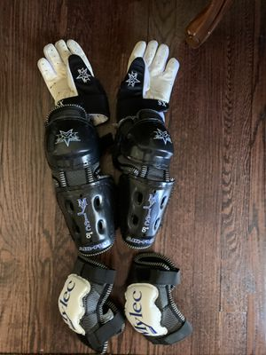 Boys elbow, knee protectors plus gloves for Sale in Greenlawn, NY