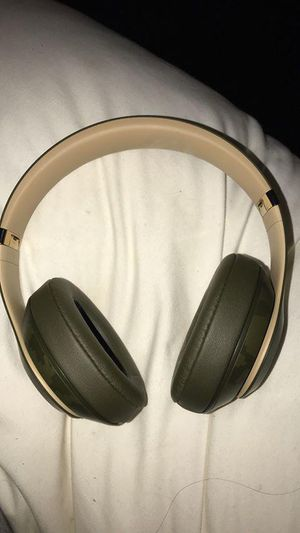 Beats studio 3 camo collection for Sale in Bakersfield, CA