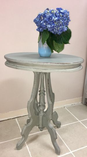 Antique accent Table for Sale in Peabody, MA