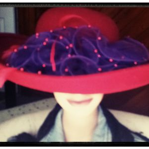 Kentucky Derby & Mint Juleps Would Pair Fine With Red Hat Society Tea Party Hat for Sale in Lehigh Acres, FL