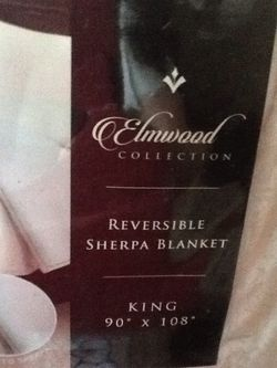 King Sherpa blanket for Sale in Hemet,  CA