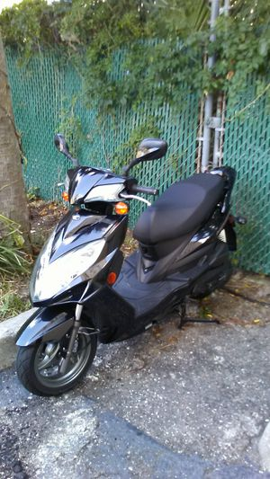 Kymco scooter 1500 cc for Sale in Jacksonville, FL
