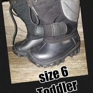 Toddler size 6 snow boots for Sale in Fontana, CA