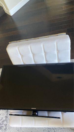 Beautiful Samsung smart OLED TV (32 inch) no remote for Sale in San Rafael, CA