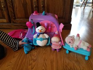 Doc Mcstuffins mobile with 4 stuffed characters for Sale in Indianapolis, IN