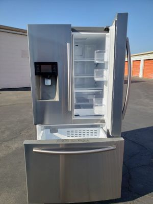 REFRIGERATOR SAMSUNG for Sale in Gardena, CA
