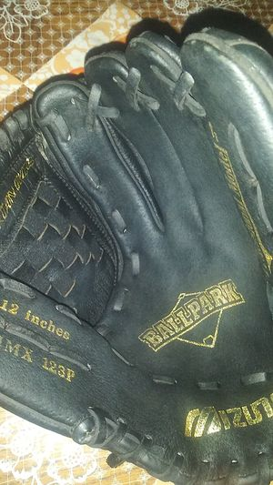 Baseball glove used only once for Sale in Phoenix, AZ