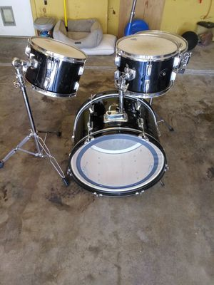 BLACK ROGER DRUMS (22-14-13-12) AND SINGLE BASS PEDAL for Sale in Haltom City, TX