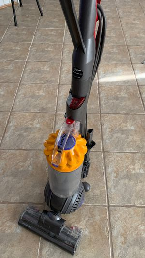 Stain DC40 animal upright vacuum cleaner for Sale in Rolling Meadows, IL