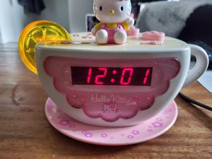 Vintage Hello Kitty Tea Cup radio/Alarm Clock for Sale in Henderson, NV