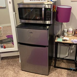 Mini Fridge/freezer And Microwave for Sale in Cypress, TX