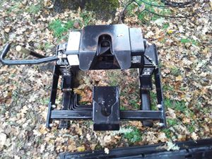 Husky 16k 5th wheel hitch for Sale in Eagle Point, OR
