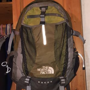 Northface Recon Backpack for Sale in Lake Stevens, WA