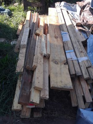 FREE Flooring hardwood and construction lumber lot(Bloomfield) for Sale in Newark, NJ