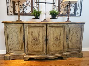 Console Cabinet for Sale in Edgewood, WA