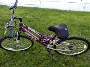 """Woman's Huffy 24"""" mountain bike. for Sale in Obetz, OH"""