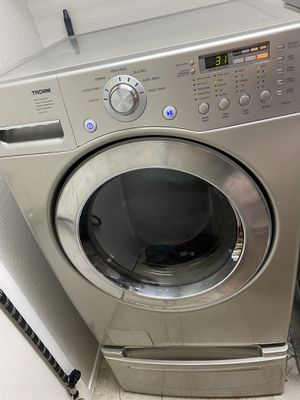 LG Tromm Washer and Dryer Pedestal set for Sale in Las Vegas, NV