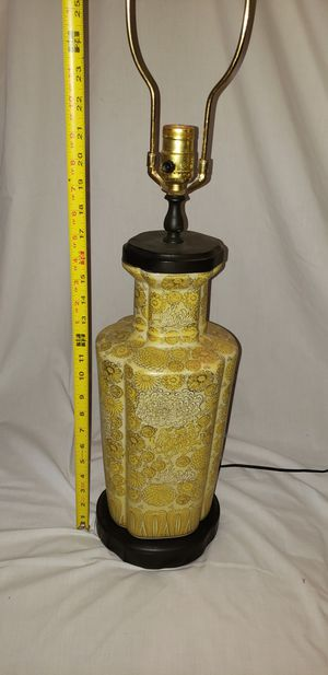 Yellow Floral lamp for Sale in Fuquay-Varina, NC