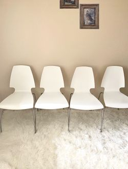 White Chairs Set Of 4 for Sale in Everett,  WA