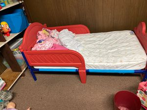 Toddler bed with mattress and mattress protector for Sale in Jersey City, NJ