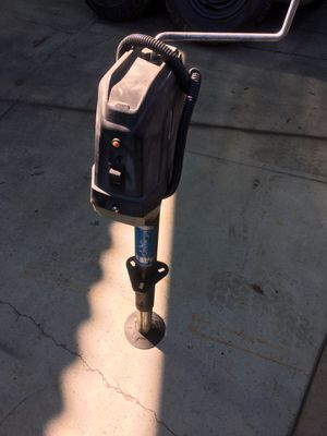 3500 lb electric and manual trailer jack for Sale in Beaumont, CA
