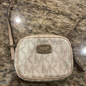 Michael Kors Crossbody Small for Sale in Dallas, TX