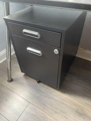 Poco uso Escritorio Executive L-Shaped Desk casi nuevo for Sale in Miami, FL