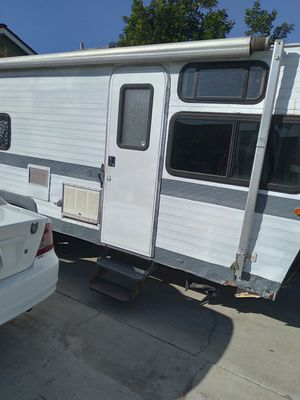 Travel trailer 30foot for Sale in Bloomington, CA