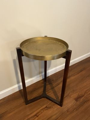 Gold and wood end table with removable tray for Sale in Greer, SC