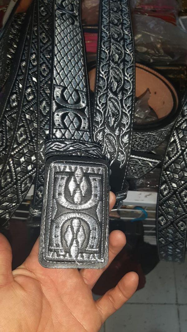 Cinturones de hilo plateado
