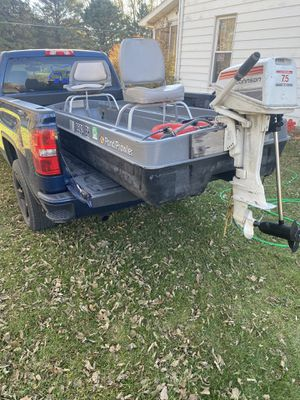 10' bass pro pontoon style pond prowler for Sale in Des Moines, IA