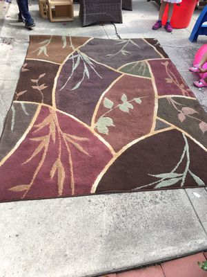 Beautiful floral area rug, 5' x 7' for Sale in Culver City, CA