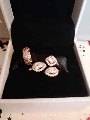 New rosegold geometric shapes pandora ring and charm set for Sale in Philadelphia, PA