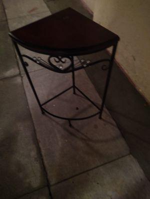 Mesa di esquina $9 for Sale in South Gate, CA