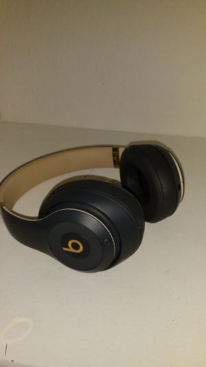 BEATS STUDIO 3 BARELY USED COMES WITH BOX for Sale in Manteca, CA