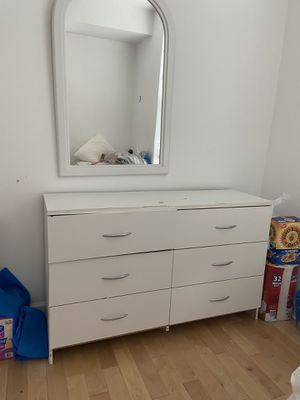 Dresser 6 drawers with mirror for Sale in Upper Marlboro, MD