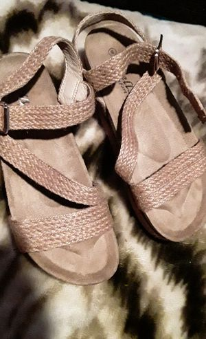 Cute brown sandals size 8 for Sale in Los Angeles, CA