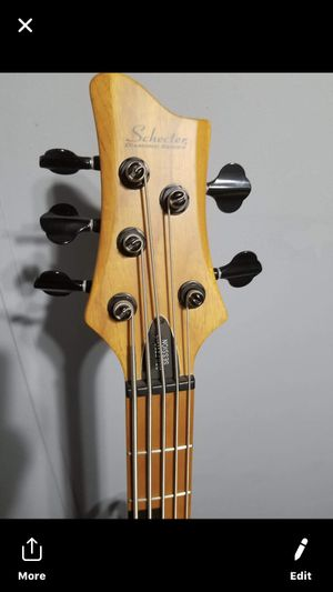 Schecter Diamond series bass for Sale in Houston, TX