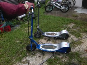 E300 RAZOR ELECTRIC SCOOTERS NEED BATTERIES for Sale in Tampa, FL