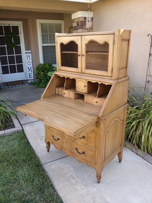 """VINTAGE """"DAVIS CABINET CO"""" FRENCH PROVINCIAL SECRETARY CABINET W/ CASTERS WHEELS (CIRCA 50'S/60'S) 37""""W×21""""D×62""""H for Sale in Corona, CA"""