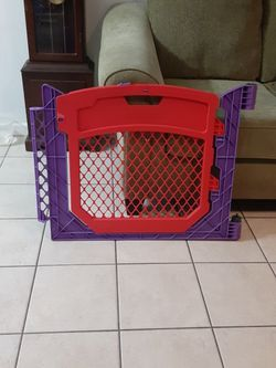 North States Superyard Colorplay / Door / Doggie Gate for Sale in Hollywood,  FL