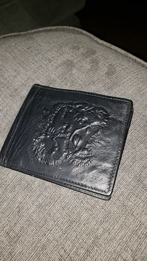 Gucci tiger embossed wallet for Sale in Dallas, TX
