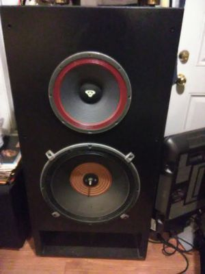 "800 Watts Cerwin Vegas 4' x 2' x 2' loud speakers with 18"" woofers for Sale in Washington, DC"