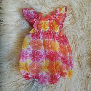 8 piece baby girl clothes bundle 0 to 3 for Sale in Fresno, CA