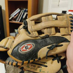12 Baseball Glove Signed for Sale in Los Angeles, CA