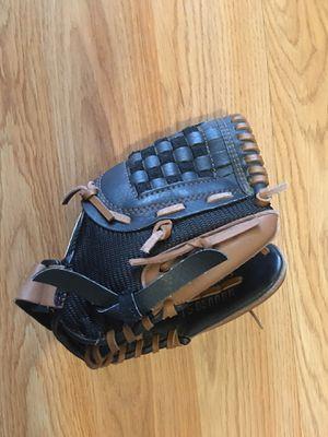 Baseball glove for Sale in Brooklyn, OH