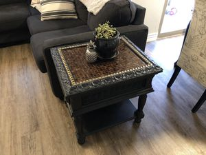 Beautiful solid side table / small coffee table or accent table for Sale in Glendale, AZ