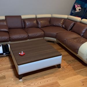 sofa And Coffe Table for Sale in Chelmsford, MA