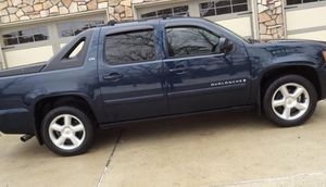 Clean_2OO7Truck Chevrolet Avalanche$1500 for Sale in Indianapolis, IN